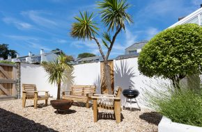 Garden at Old Customs House, self catering cottage in Rock, Cornwall
